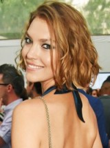 American fashion model Arizona Muse's hair in a tousled bob ~ celebrity hairstyles