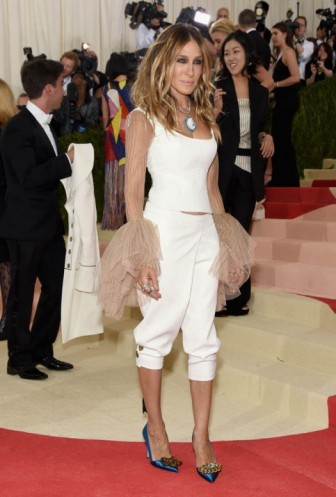 Sarah Jessica Parker at the 2016 Met Gala 'Manus x Machina: Fashion in an Age of Technology'