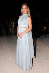 Kate Hudson in a baby blue chiffon gown, accessorized with gold & pearl jewellery, attends the Fendi Couture show in Rome, 7 July 2016 – celebrity gowns – long flowing dresses – feminine style – front row celebrities – actresses at fashion shows
