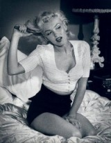 Marilyn Monroe setting the trend…..in high waisted shorts & crop top!