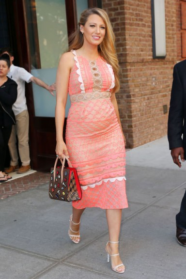 Blake Lively's stunning pregnancy style dressed in a ...