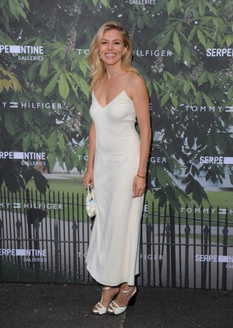 Sienna Miller was a vision in white when she attended the 2016 Serpentine Summer Party in London, 6 July 2016. Celebrity dresses | star style fashion | celebrities at events | outfits