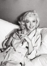 Marilyn Monroe relaxed & smiling, natural beauties, hollywood film stars, beautiful women