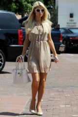 Paris Hilton summer street style – celebrity fashion – neutral outfits – rich & famous – pretty little dresses