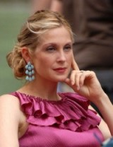Kelly Rutherford as Lily van der Woodsen in gossip girl ~ turquoise drop earrings and hot pink ruffles ~ chic looks ~ hairstyles ~ jewellery ~ updos