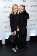 Mary-Kate and Ashley Olsen style. Celebrity twins | star sisters | stylish all black outfits | Olsen's fashion | style icons