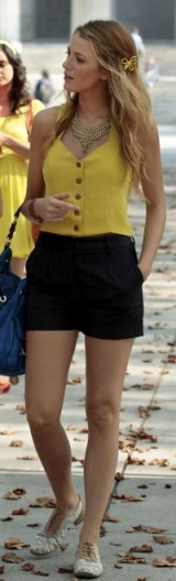 gossip girl style ~ Serena van der woodsen outfits ~ Serena's fashion ~ hair ~ shorts outfit
