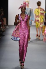 Xuly.Bët Ready to Wear Spring/Summer 2017 at NYFW ~ models working on the catwalk ~ pink maxi dresses ~ runway accessories ~ holiday fashion ~ designer clothing ~ playful head wraps ~ large beach bags ~ elegant & chic style