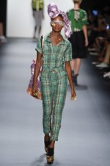 Xuly.Bët Ready to Wear S/S 2017 at NYFW ~ models working on the runway ~ catwalk fashion ~ summer holiday outfits ~ funky designer looks ~ oversized head wraps ~ mixed prints ~ green plaid ~ platforms ~ accessories
