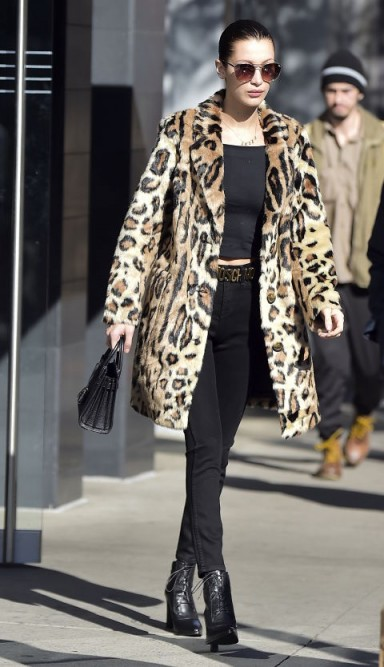 Bella Hadid's street style out in New York dressed in a leopard print coat. Models off duty   celebrity fur coats   star style outfits