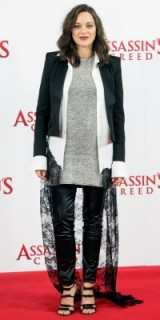 Marion Cotillard's pregnancy style attending a photocall in London for her movie Assassin's Creed, December 2016. Celebrity outfits | star style fashion | red carpet looks