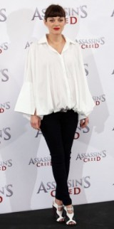 Marion Cotillard's chic pregnancy style. Celebrity outfits | French chic | star style fashion inspiration