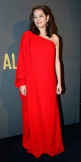 French actress Marion Cotillard wears a red one shoulder Dior gown to the Allied premiere in Paris, November 2016. Celebrity gowns | star style dresses | pregnancy chic