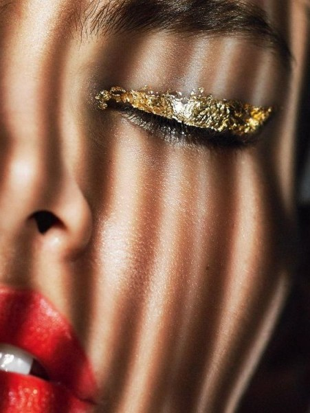 gold leaf eye shadow and red lips – glittering make up – glamour & glitz - flipped