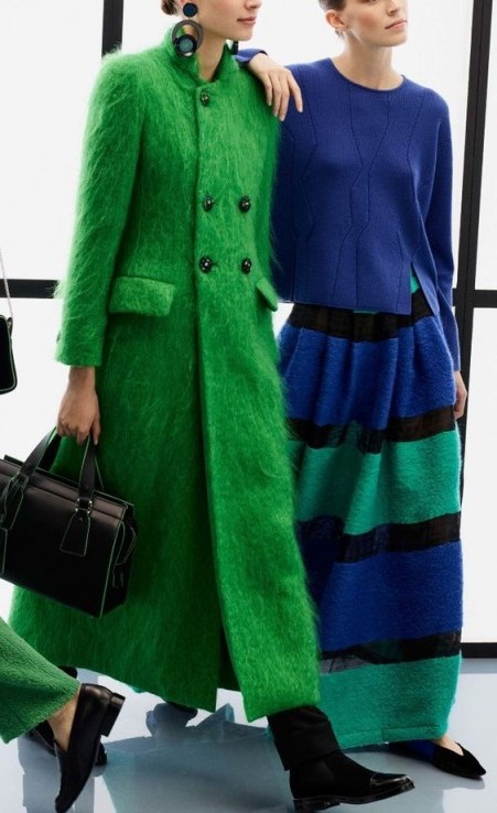 Chic long green coat for winter. Winter coats | style inspiration - flipped
