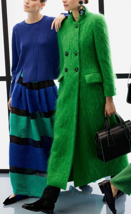 Chic long green coat for winter. Winter coats | style inspiration