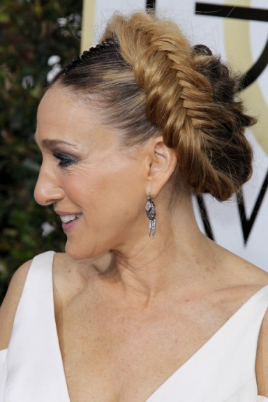Sarah Jessica Parker's fishtail crown plait at the 2017 Golden Globes. Celebrity hair | red carpet braids | braided hairstyles