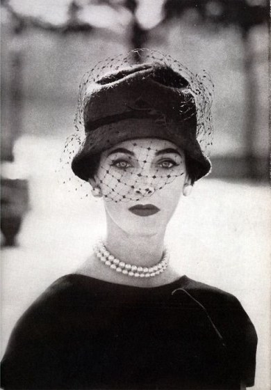 1950s vintage Vogue – 50s chic fashion photography - flipped