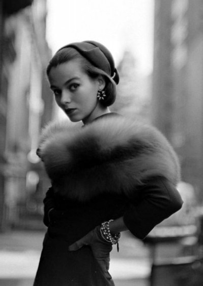 1952 Vintage fashion photography – 50s chic street style – fur – glamour – accessories - flipped