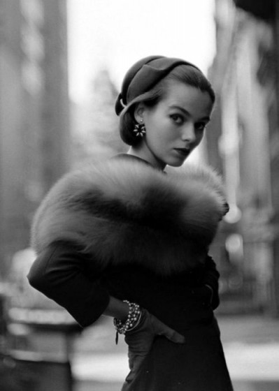 1952 Vintage fashion photography – 50s chic street style – fur – glamour – accessories