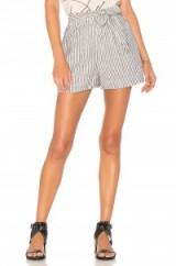 BCBGeneration TIE WAIST SHORT   striped shorts