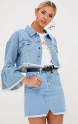 Pretty Little Thing MID WASH FLARE SLEEVED CROPPED DENIM JACKET
