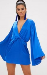 PRETTYLITTLETHING COBALT SATIN KIMONO SLEEVE PLUNGE SHIFT DRESS – blue wide sleeved party dresses