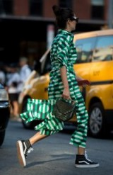 Stylish looks at New York Fashion Week spring 2018 / best street style outfits