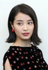 Hirose Suzu's smooth bob flicked out at the ends at the 74th Venice Film Festival