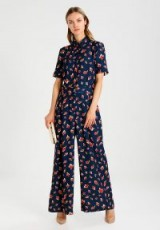 Finery London VINCE STEM ROSES Jumpsuit / floral wide leg jumpsuits