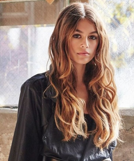 Kaia Gerber's long wavy hair | celebrity hairstyles | models make-up