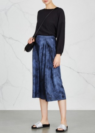 VINCE Navy marble-print silk satin skirt ~ navy-blue draped front pleated midi skirts
