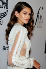 Kaia Gerber's hair in vintage style Hollywood waves | celebrity red carpet looks | hairstyles | models at events