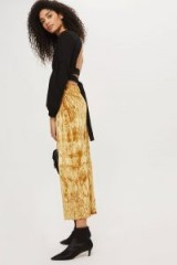 TOPSHOP Crushed Velvet Trousers – gold cropped pants
