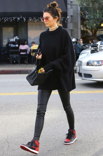 Kendall Jenner street style…slouchy jumper over black leather leggings
