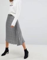 Stradivarius Check Pleat Detail Skirt / checked skirts