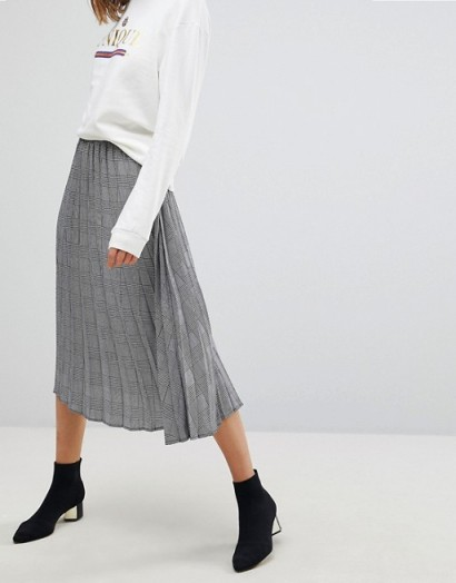Stradivarius Check Pleat Detail Skirt / checked skirts
