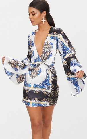 PRETTYLITTLETHING BLUE SCARF PRINT KIMONO SLEEVE PLUNGE SHIFT DRESS | plunge front dresses