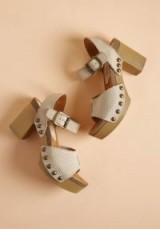 Trots and Ends Suede Heel – 70s style platform sandals