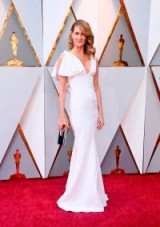 Laura Dern looked beautiful in a white gown by Calvin Klein By Appointment at the 2018 Oscars / stylish women