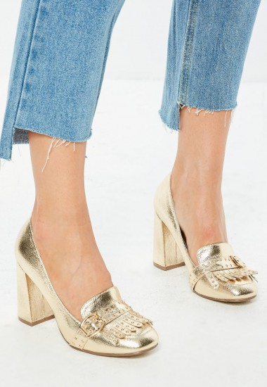 Missguided gold fringe square toe court shoes – metallic block heel courts