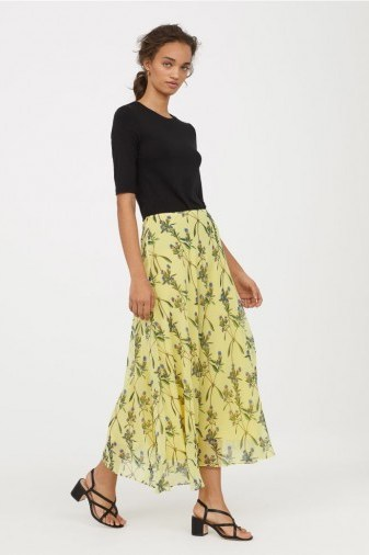 H&M Bell-shaped skirt / yellow floral skirts - flipped