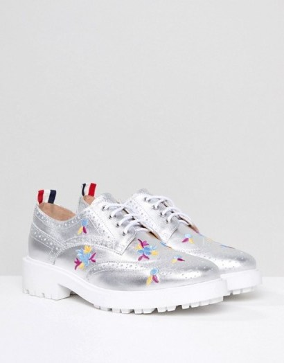 Essentiel Antwerp Leather Brogues with Embroidery in moon grey / shiny cleated sole lace-up shoes - flipped