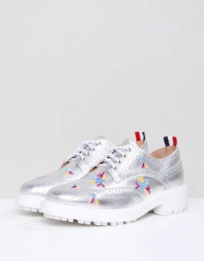 Essentiel Antwerp Leather Brogues with Embroidery in moon grey / shiny cleated sole lace-up shoes
