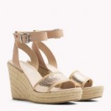 TOMMY JEANS METALLIC WEDGE SANDALS | rose gold wedges