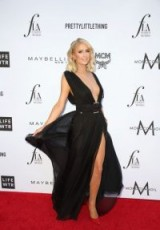 Paris Hilton attends The Daily Front Row Hosts 4th Annual Fashion Awards in Beverly Hills, California on April 8th 2018 – celebrity red carpet gowns