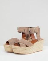 Alohas Kailua Wedge in stone | chunky summer sandals