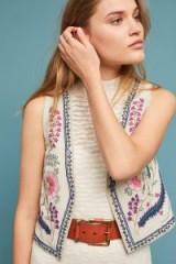 ett:twa – Bereta Cropped-Embellished Vest / floral embroidered waistcoat