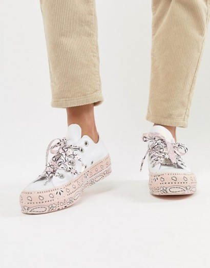 Converse X Miley Cyrus All Star Platform Trainers In White And Pink Bandana Print – printed sneakers