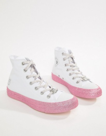 Converse X Miley Cyrus Chuck Taylor All Star Hi Trainers In White And Silver Glitter – pink sneakers